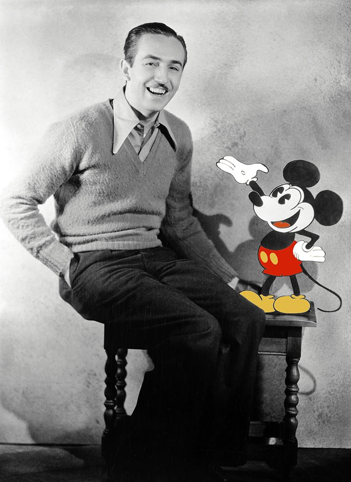 Walt Disney avec Mickey Mouse